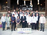 筑波山神社拝殿前の記念撮影